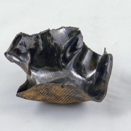 Petra Zobl Keramik - Schale bronzit aussen manganspinell Muster