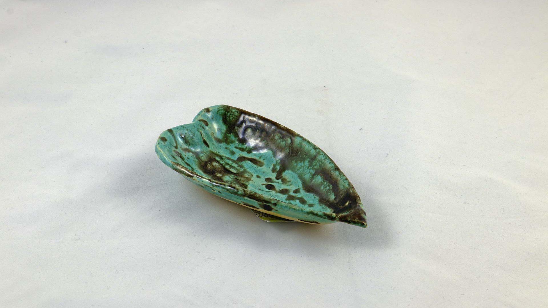 Petra Zobl Keramik - Herzschale persischblau bronzit 1