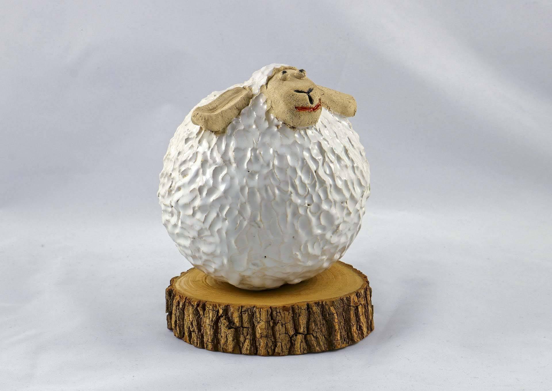 Petra Zobl Keramik - Schaf gr zirkonweiß unglasiert Manganspinell